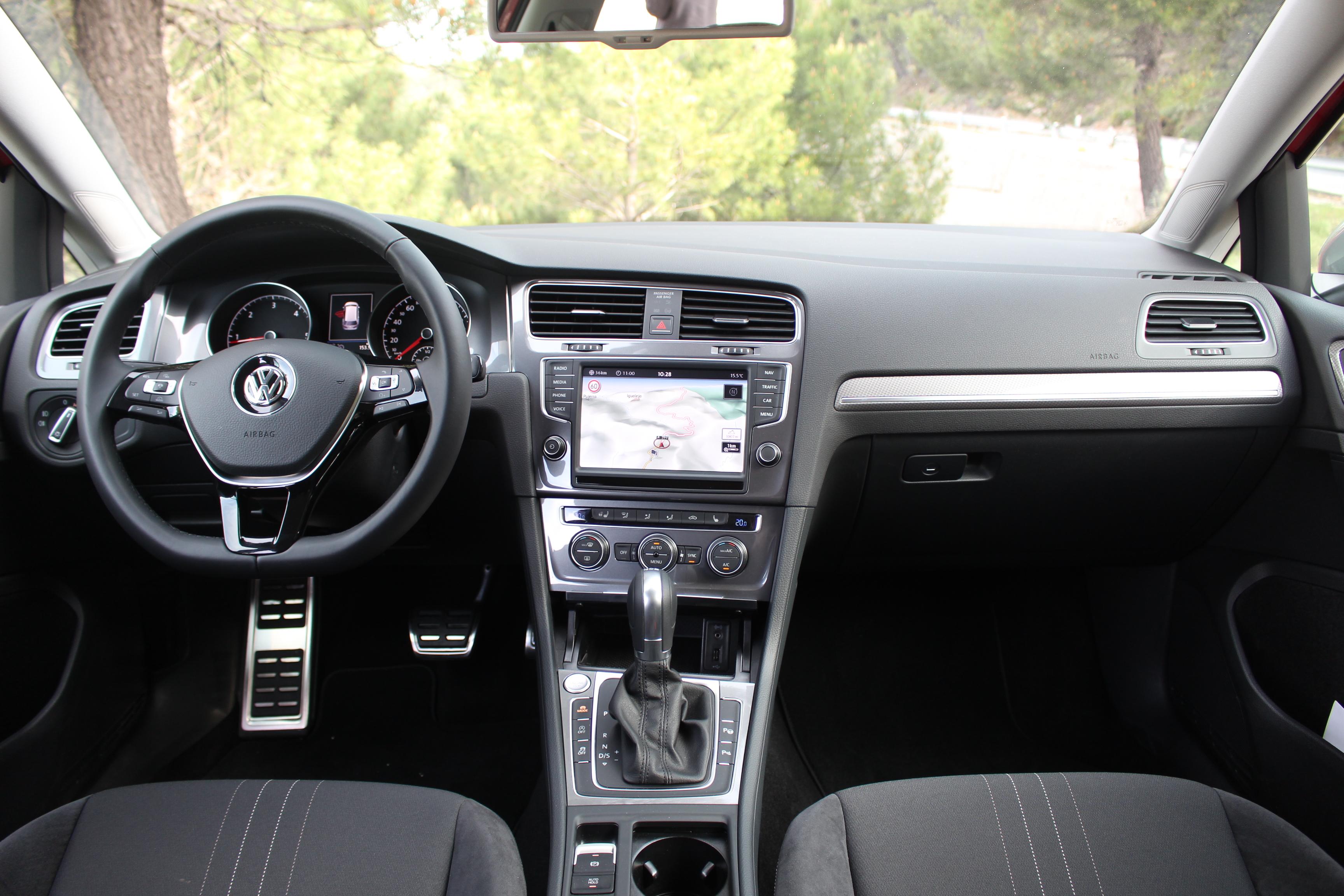 Essai vid o volkswagen golf alltrack star trek for Volkswagen golf 6 interieur