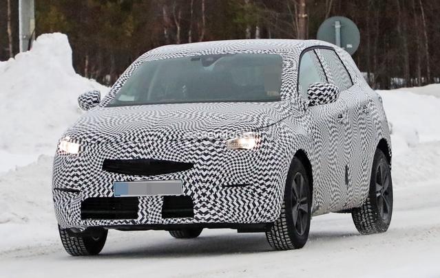 Scoop : le futur SUV Opel Grandland X dans la poudreuse