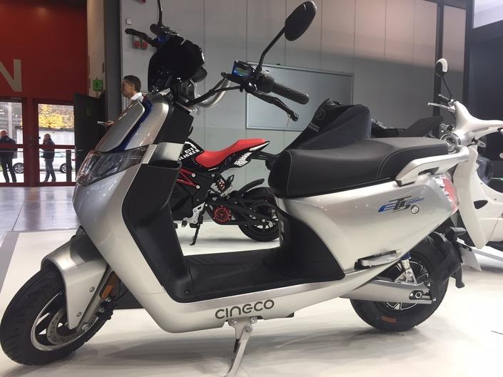 En direct - EICMA 2018 - Cineco ES3 : scooter électrique