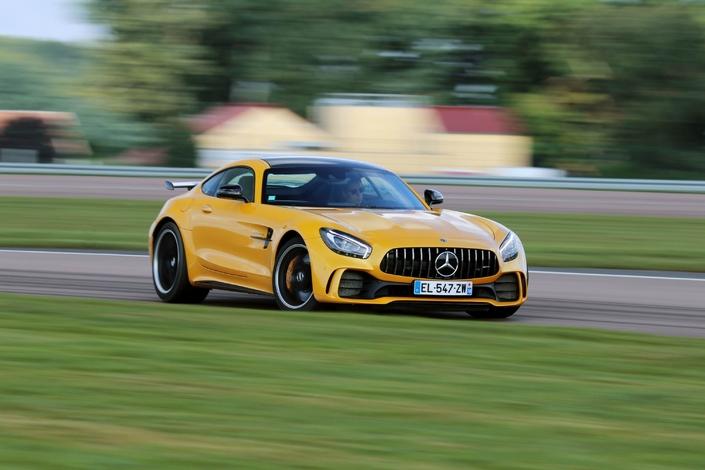 Les essais de Soheil Ayari - Mercedes AMG GT-R: coup de coeur assuré