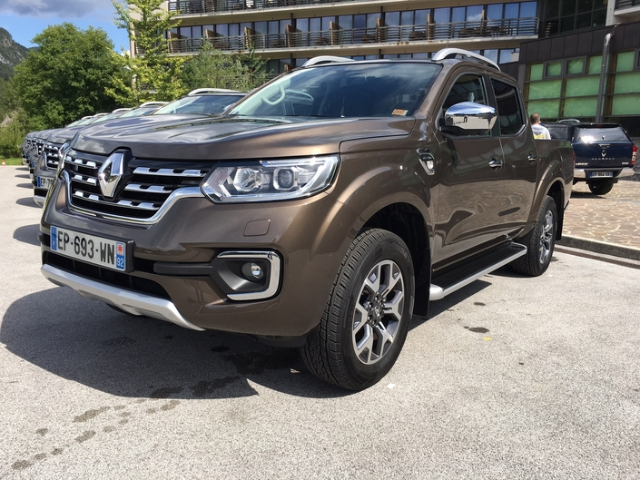 Renault Alaskan 2017 - Les premières images de l'essai en live
