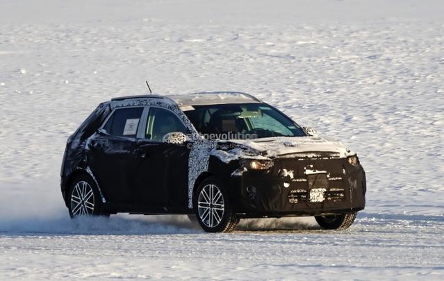Surprise : le futur crossover urbain Kia Stonic en classe de neige