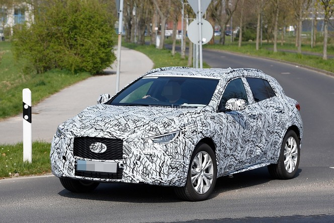 Surprise : le futur Infiniti QX30 se montre encore