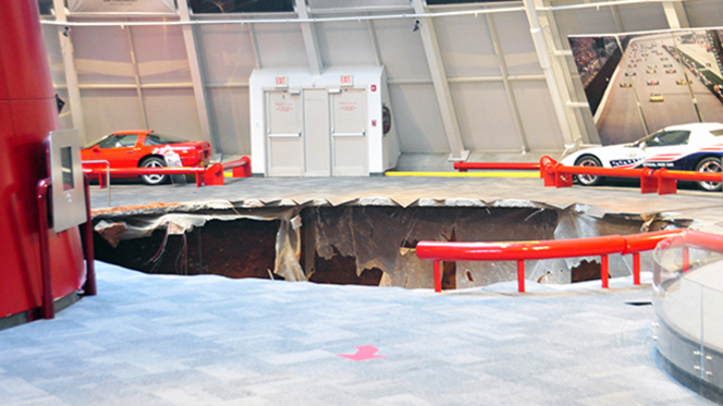 """Huit voitures avalées par un """"sinkhole"""" au National Corvette Museum"""