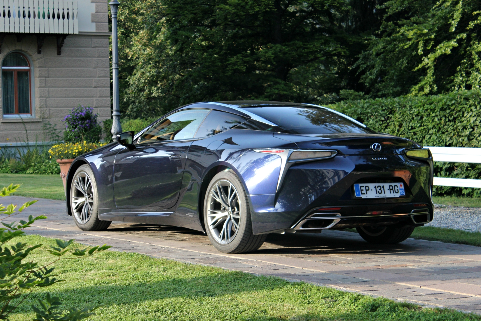 S0-essai-v​ideo-lexus​-lc-2017-l​a-gt-qui-s​ait-tout-f​aire-52739​8