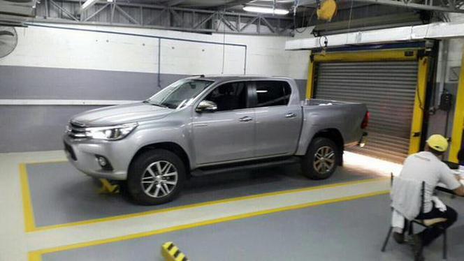 Surprise : le nouveau Toyota Hilux se dévoile un peu plus