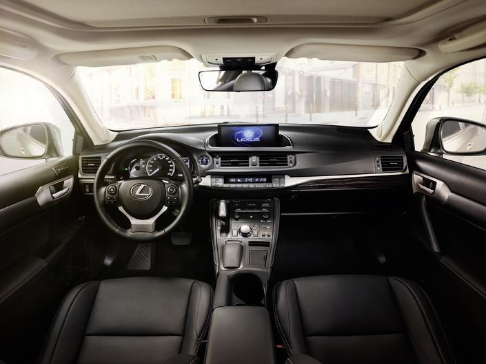Salon de Francfort 2017 - Lexus CT200h restylée: pré-retraitée