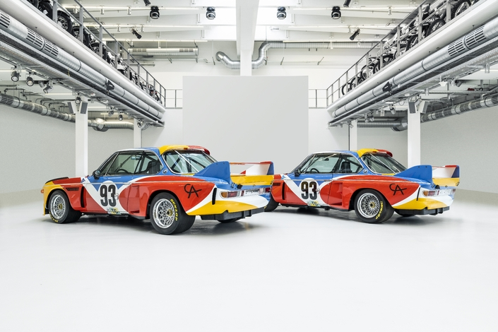 Night time street – BMW & Calder: the duplication of an Artwork Automobile