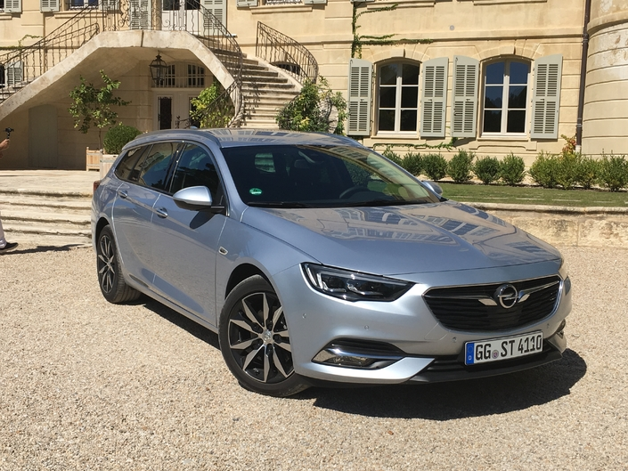 opel insignia sports tourer les premi res images de l 39 essai en live et impressions de conduite. Black Bedroom Furniture Sets. Home Design Ideas