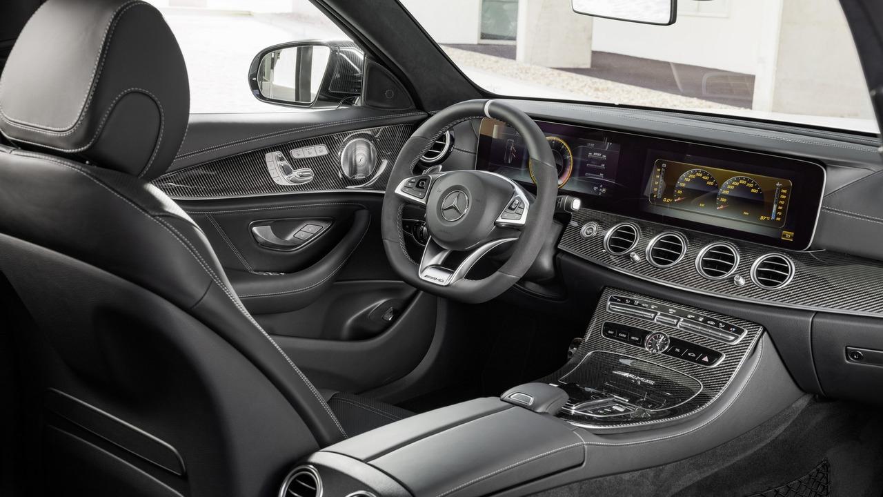 Salon de gen ve 2017 la mercedes e63 amg s 39 allonge pour for G klasse amg interieur