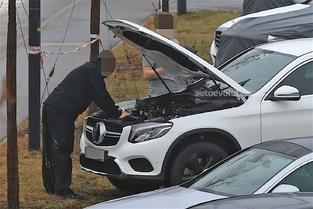 Surprise : le SUV électrique Mercedes à venir déguisé en GLC Coupé