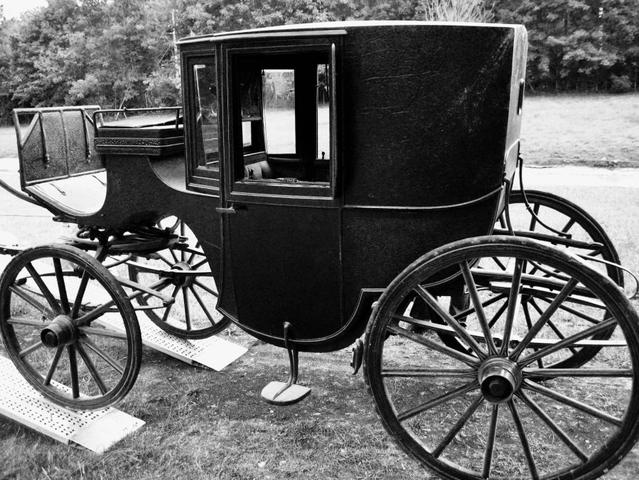 Rétromobile 2017 : une électrique de 1906 et la voiture de Louis Pasteur réunies
