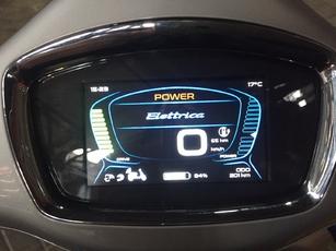 Vespa Elettrica - premières impressions de conduite : la guêpe s'électrifie