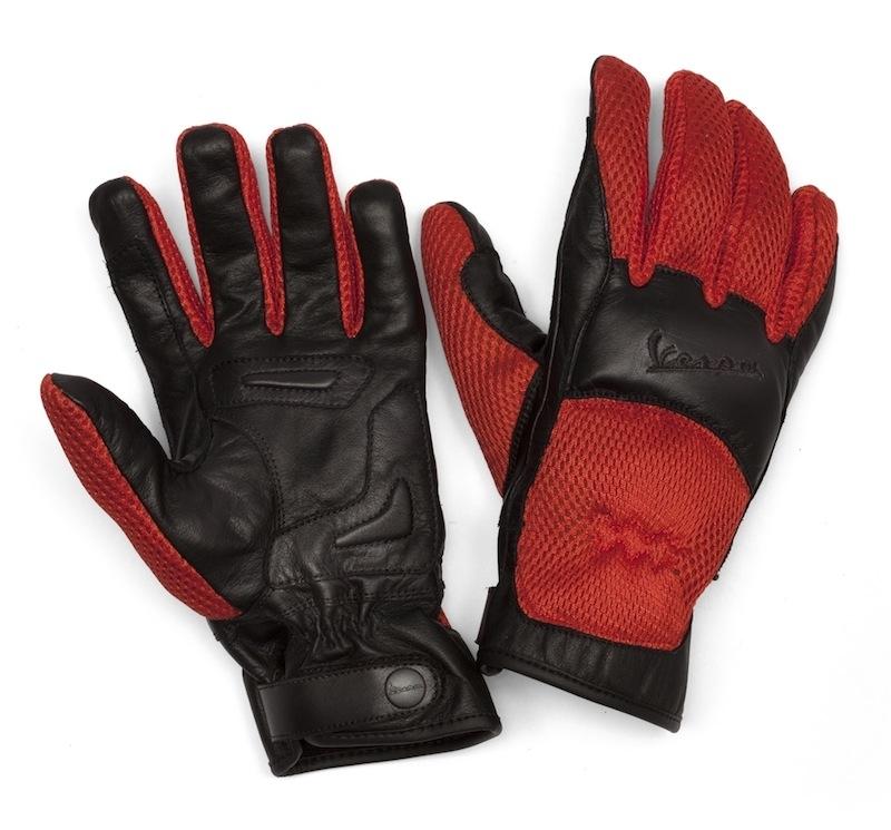 Vespa présente des gants en cuir pour l'été