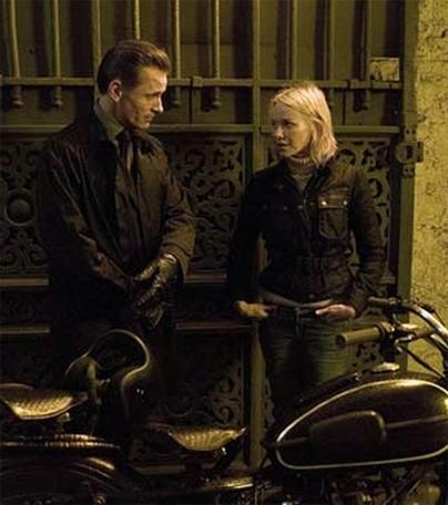 Deux blondes motardes au cinéma : Naomi Watts et Kierston Wareing