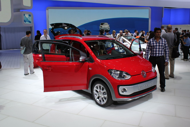 en direct de francfort 2011 video volkswagen cross up la future up 5 portes. Black Bedroom Furniture Sets. Home Design Ideas