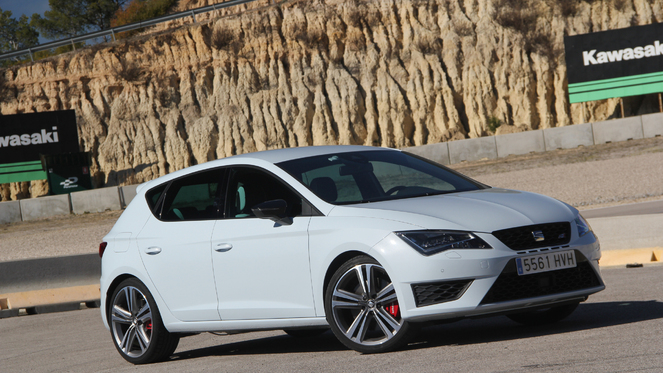 essai vid o seat leon cupra cr me catalane. Black Bedroom Furniture Sets. Home Design Ideas
