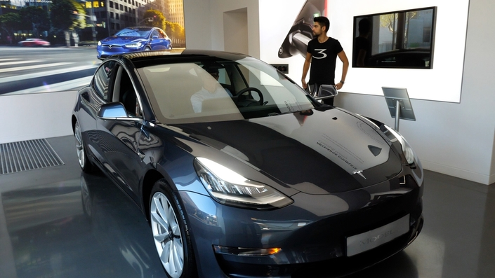 la tesla model 3 arrive enfin en france reportage vid o. Black Bedroom Furniture Sets. Home Design Ideas