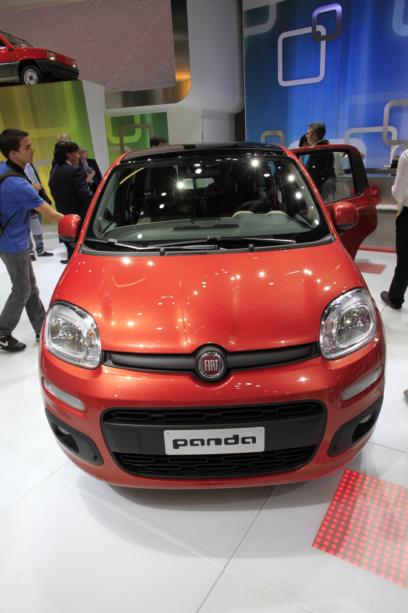 vid o en direct du salon de francfort 2011 la nouvelle fiat panda on ne change pas trop une. Black Bedroom Furniture Sets. Home Design Ideas