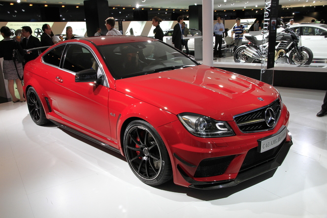Salon de Francfort 2011 Live - video : Mercedes C 63 AMG Coupé Black Series, l'étoile noire vire au rouge