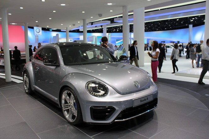 En direct du salon de Francfort 2011 - Vidéo - VW Beetle R Concept : la Coccinelle montre les dents