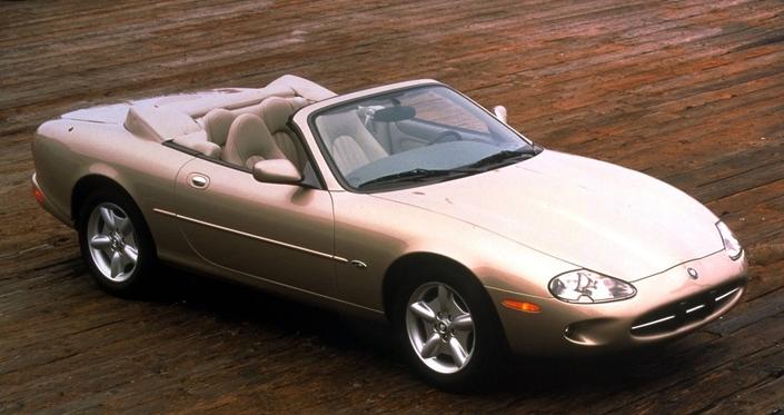 Le cabriolet est la variante la plus produite de la XK8, ici en 1997.