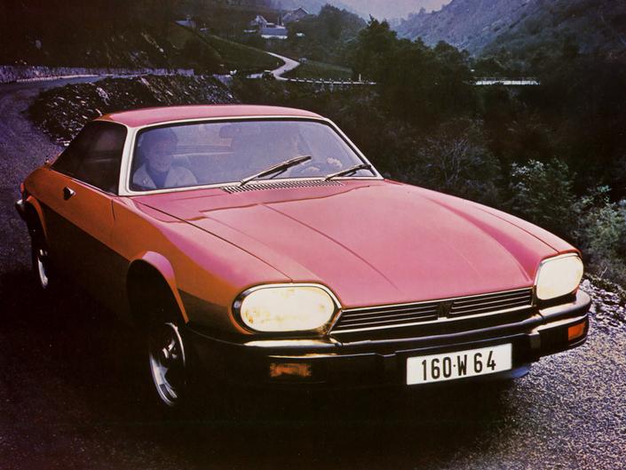 Sa ligne étrange et son habitacle insuffisamment raffiné ont nui au début de carrière de la Jaguar XJ-S qui, en 1975, a eu la charge compliquée de succéder à la mythique Type E.