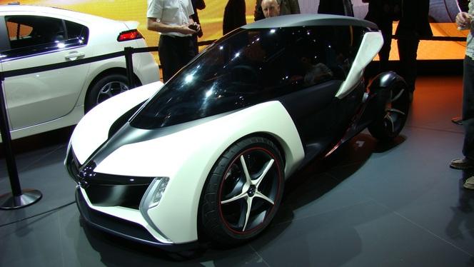 En direct du salon de Francfort 2011 : Opel RAKe, l'ombre de la Renault Twizy plane encore...