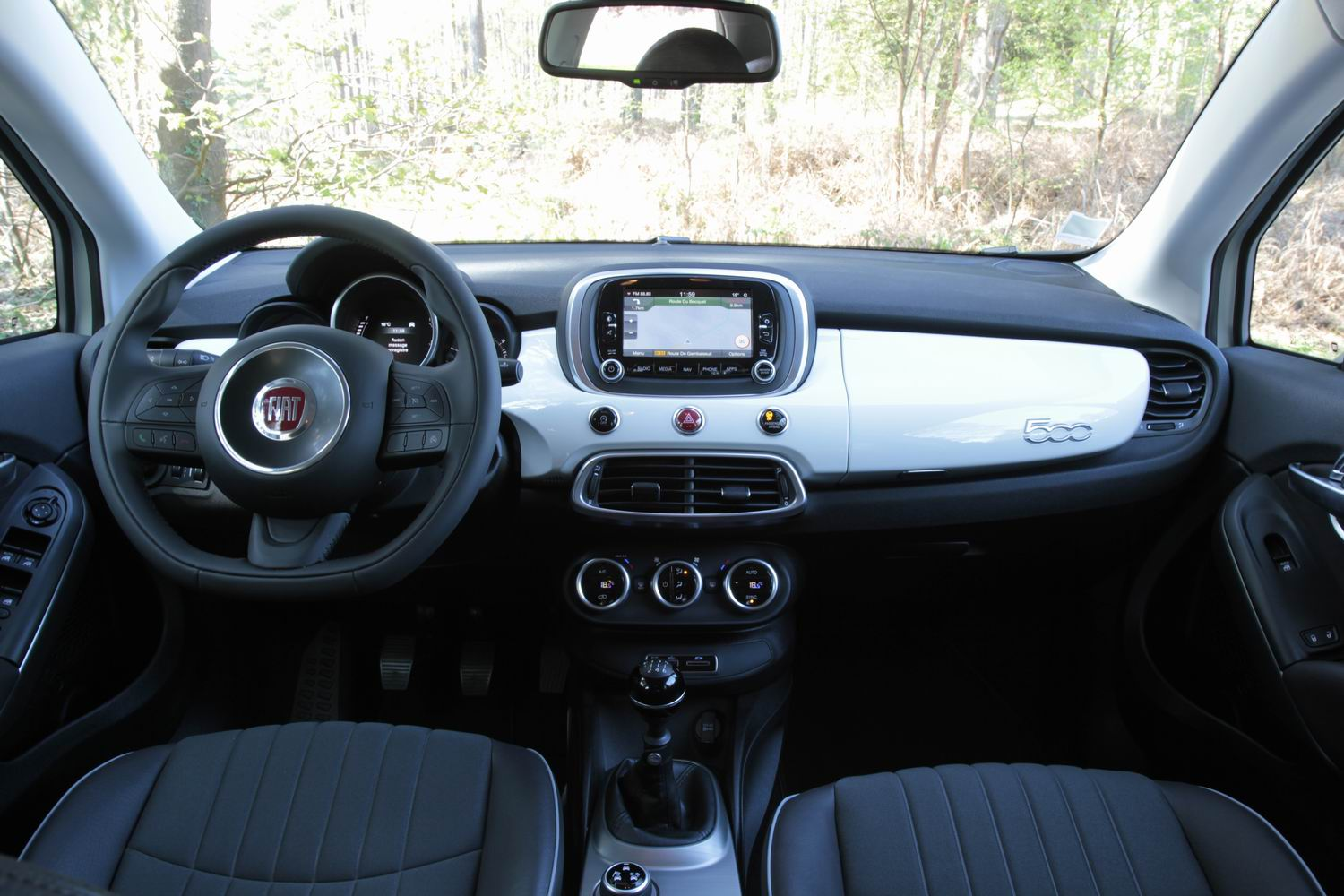 Comparatif vid o renault captur vs fiat 500 x al dente for Fiat 500x interieur