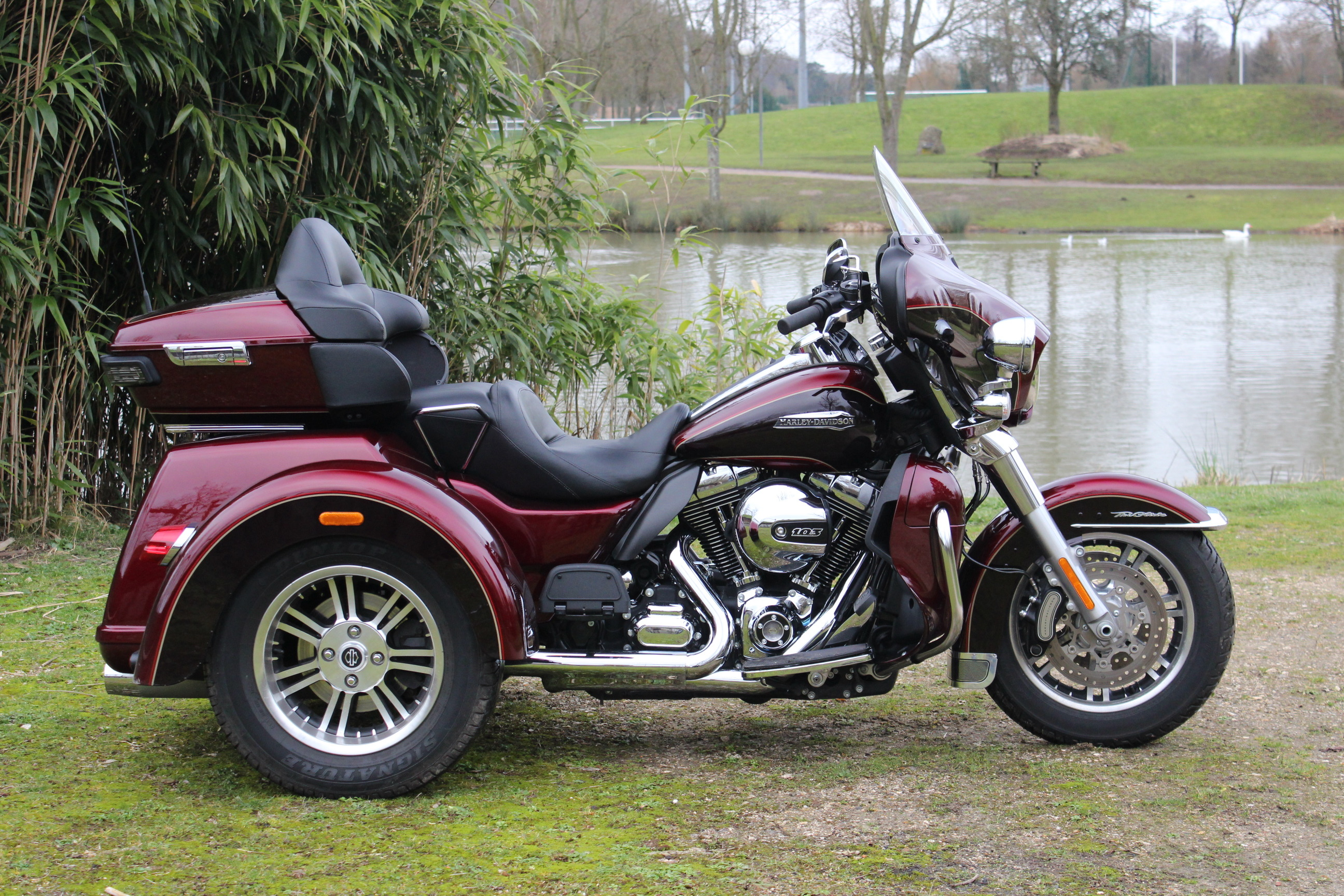 essai vid o harley davidson triglide quand harley rime avec permis b. Black Bedroom Furniture Sets. Home Design Ideas