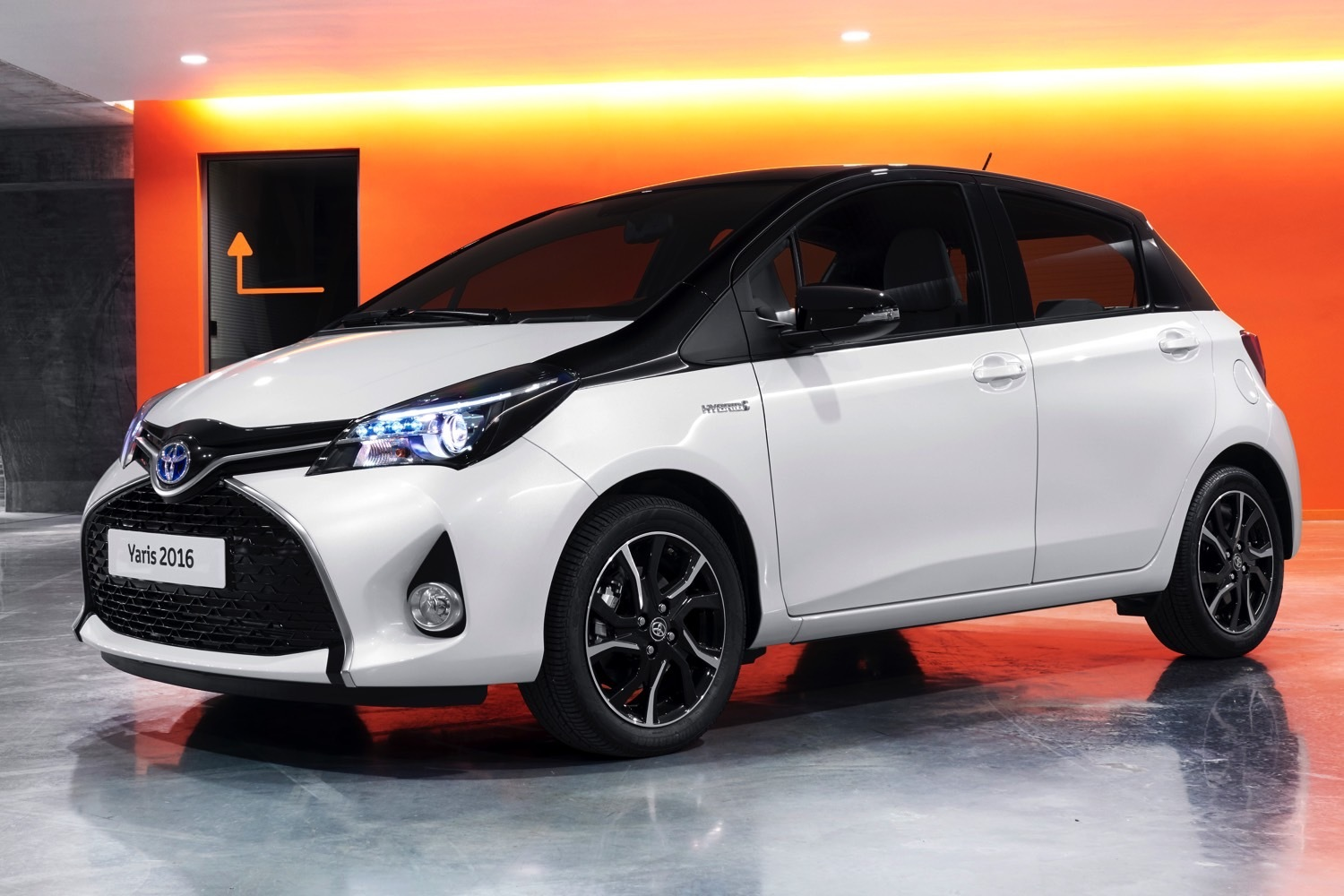 Salon de gen ve 2017 toyota yaris restyl e peaufin e for Interieur yaris 2017