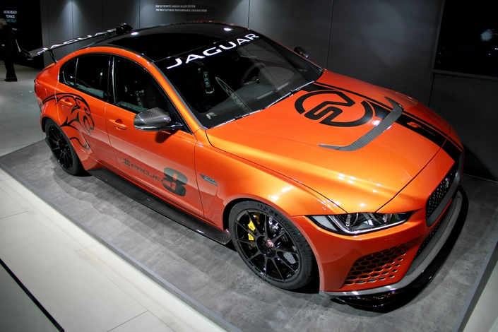 Jaguar XE Project 8 : extrême - en direct du Salon de Francfort 2017