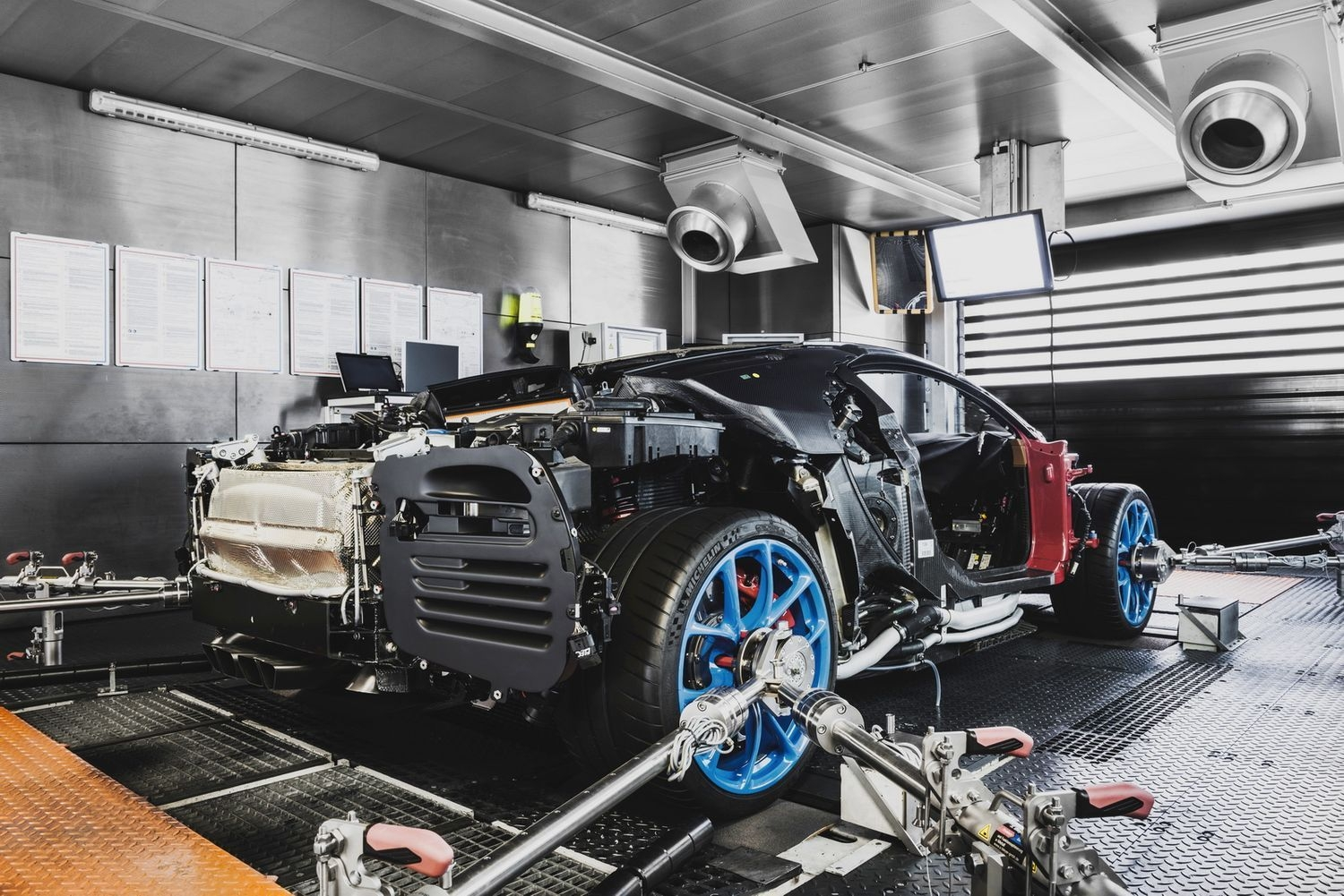 bugatti chiron les coulisses de sa production en photos. Black Bedroom Furniture Sets. Home Design Ideas