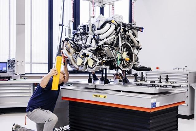 Six mois en moyenne sont nécessaires pour assembler une Chiron. Tout est réalisé à la main par 20 collaborateurs. Bugatti prévoit de donner vie à 70 exemplaires cette année.