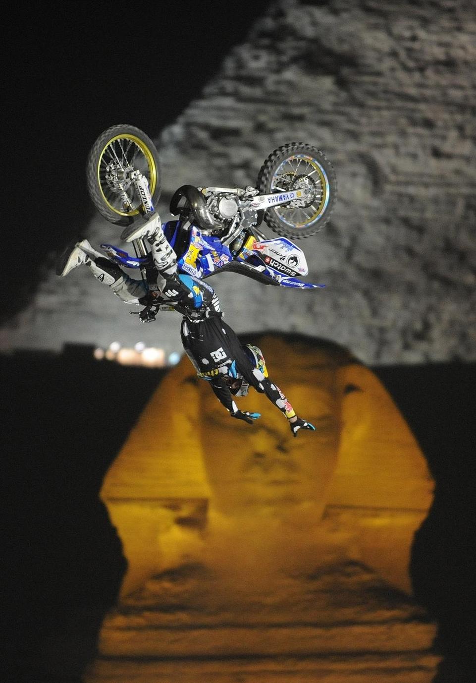 Red-Bull X-Fighters : Adam Jones s'impose devant le Sphinx !