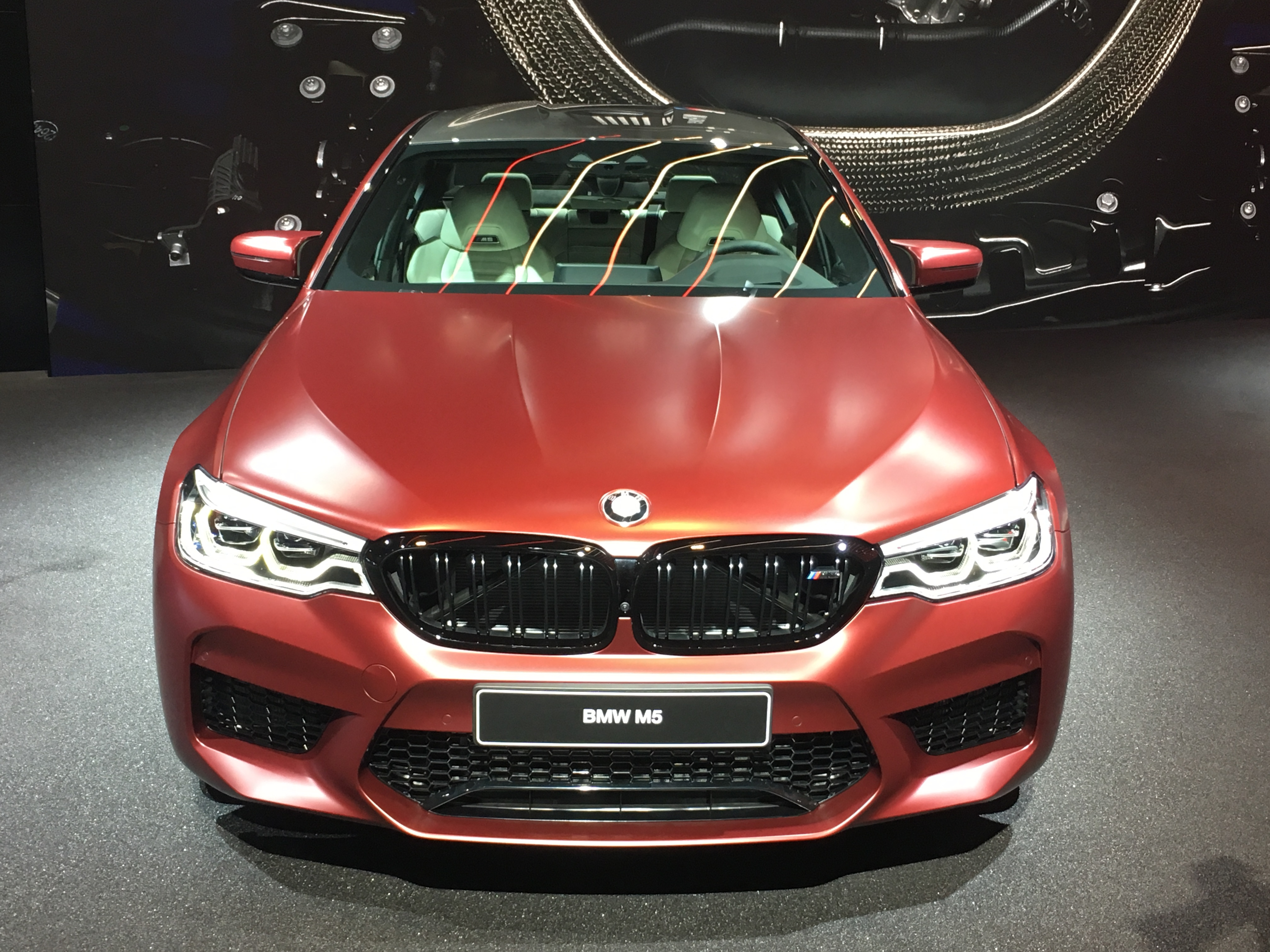 bmw m5 les premi res images en live du salon de francfort 2017. Black Bedroom Furniture Sets. Home Design Ideas