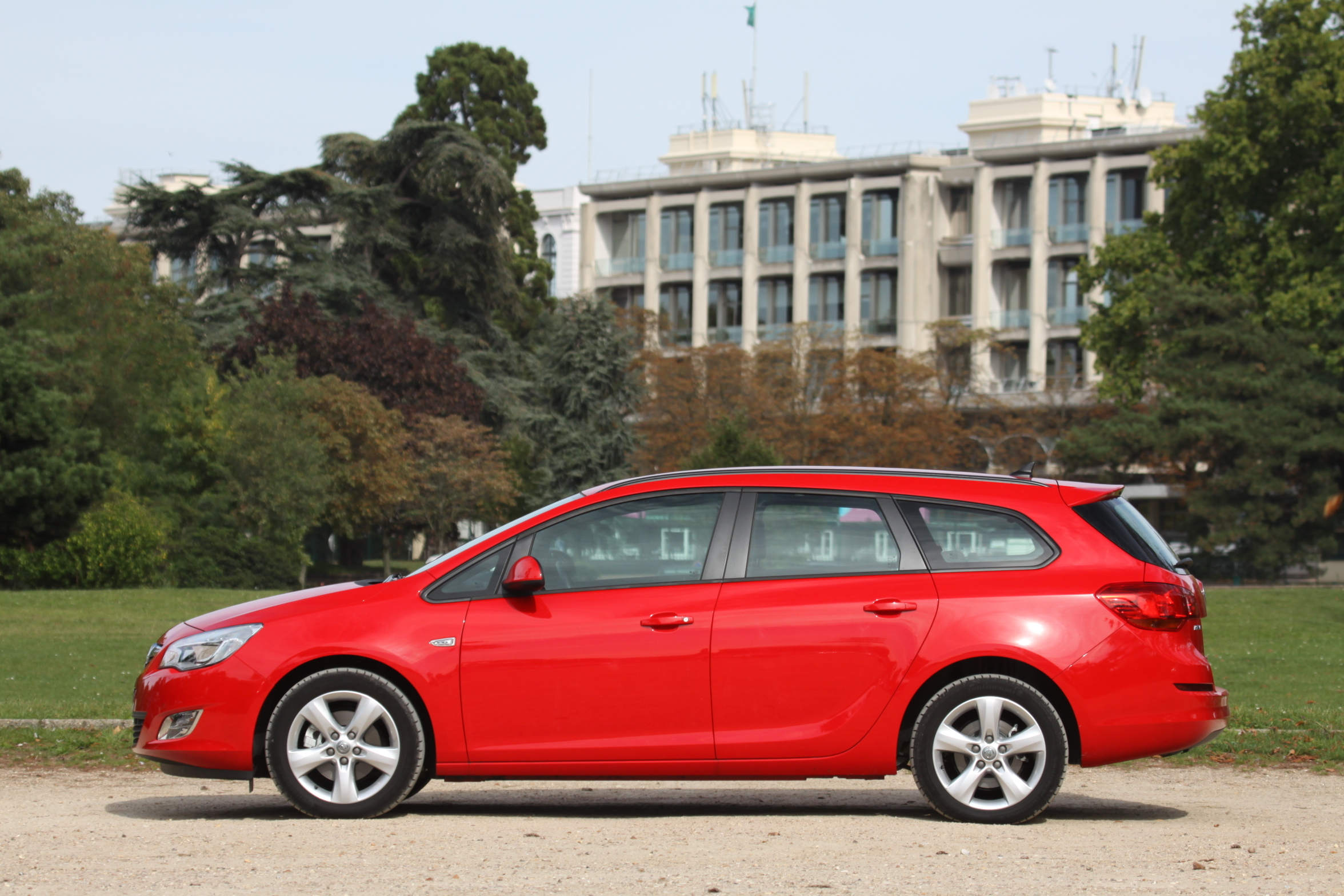 Comparatif Ford Focus SW - Opel Astra Sports Tourer ...