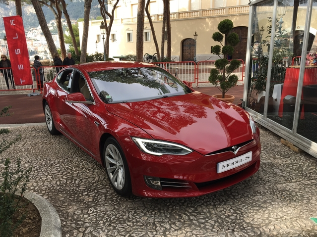 Tesla Model X et S - Vidéo en direct du salon de Monaco 2017