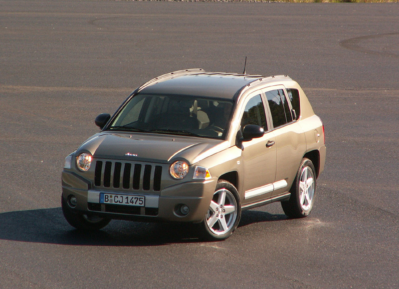 essai jeep compass encore un suv compact. Black Bedroom Furniture Sets. Home Design Ideas