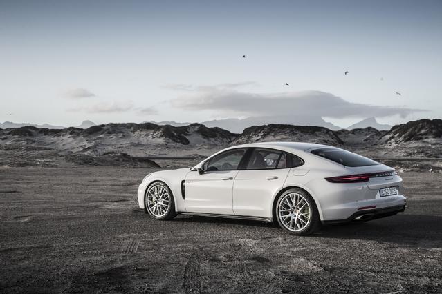 Salon de Monaco 2017 - Porsche expose ses modèles hybrides E-Performance