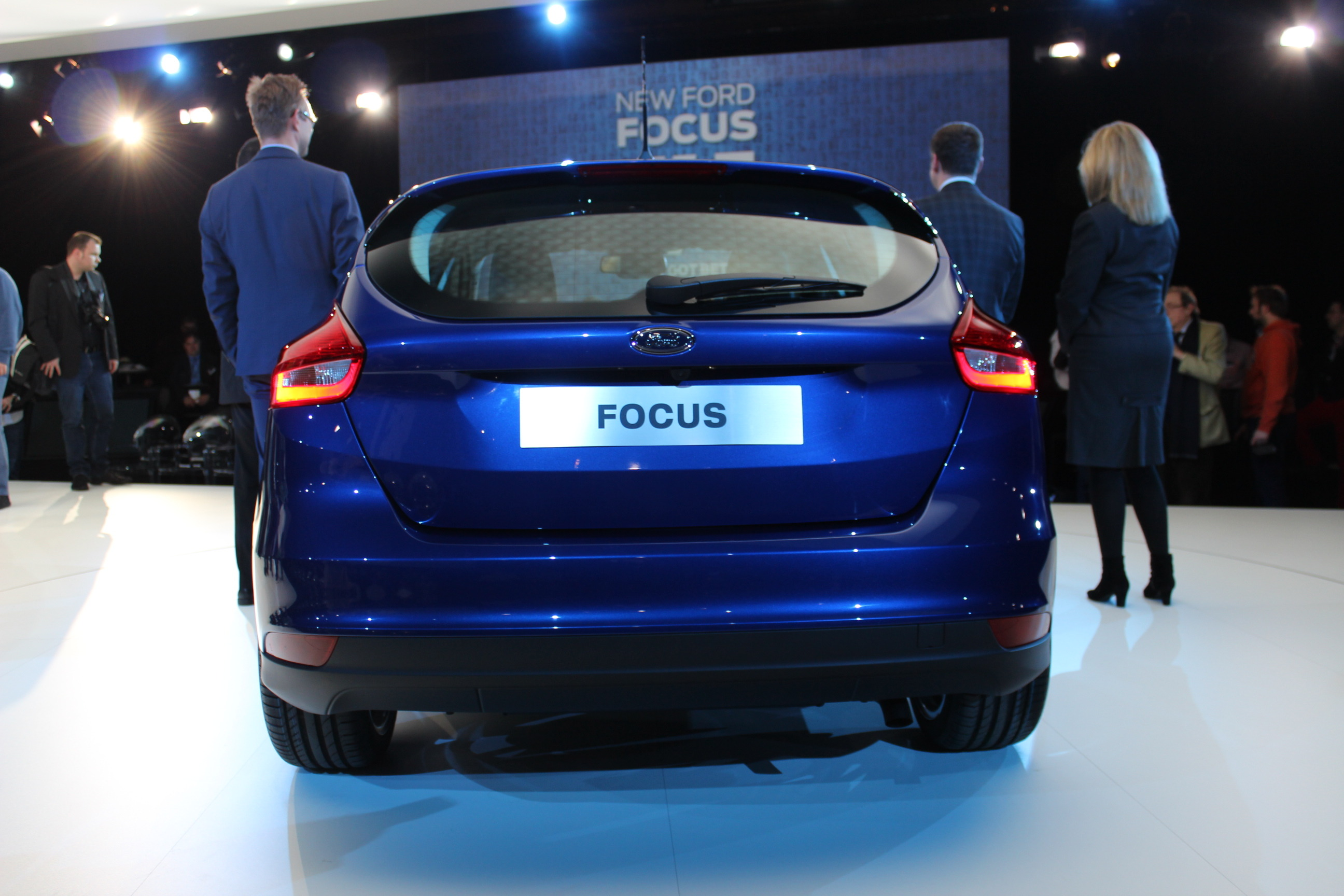 Pr sentation vid o ford focus 3 restyl e meilleure en for Ford focus 2006 interieur