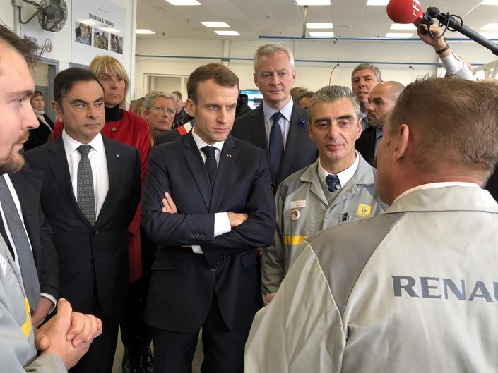 Carlos Ghosn et Emmanuel Macron lors d'une visite de l'usine de Maubeuge en novembre 2018. Hier tendues, les relations avec l'Etat-actionnaire semblaient s'être apaisées.