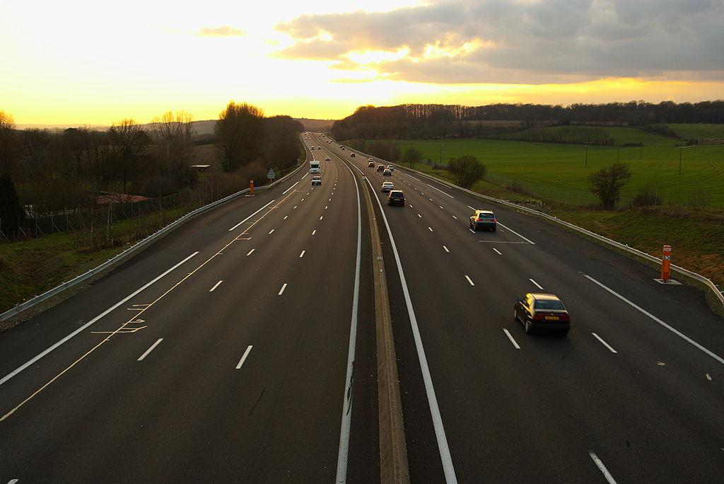 stations service d 39 autoroute le pays o la vie est plus ch re vid o. Black Bedroom Furniture Sets. Home Design Ideas