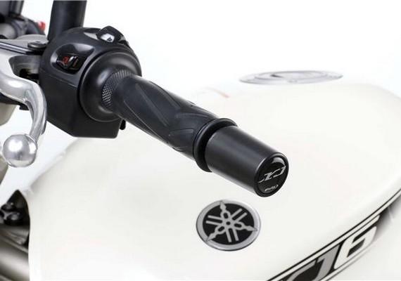 Puig habille la Yamaha XJ6 des pieds à la tête.