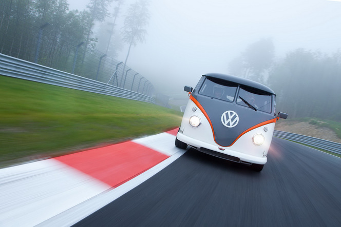Wörthersee 2015 : ce Volkswagen Combi de 530 ch est tout sauf gentil