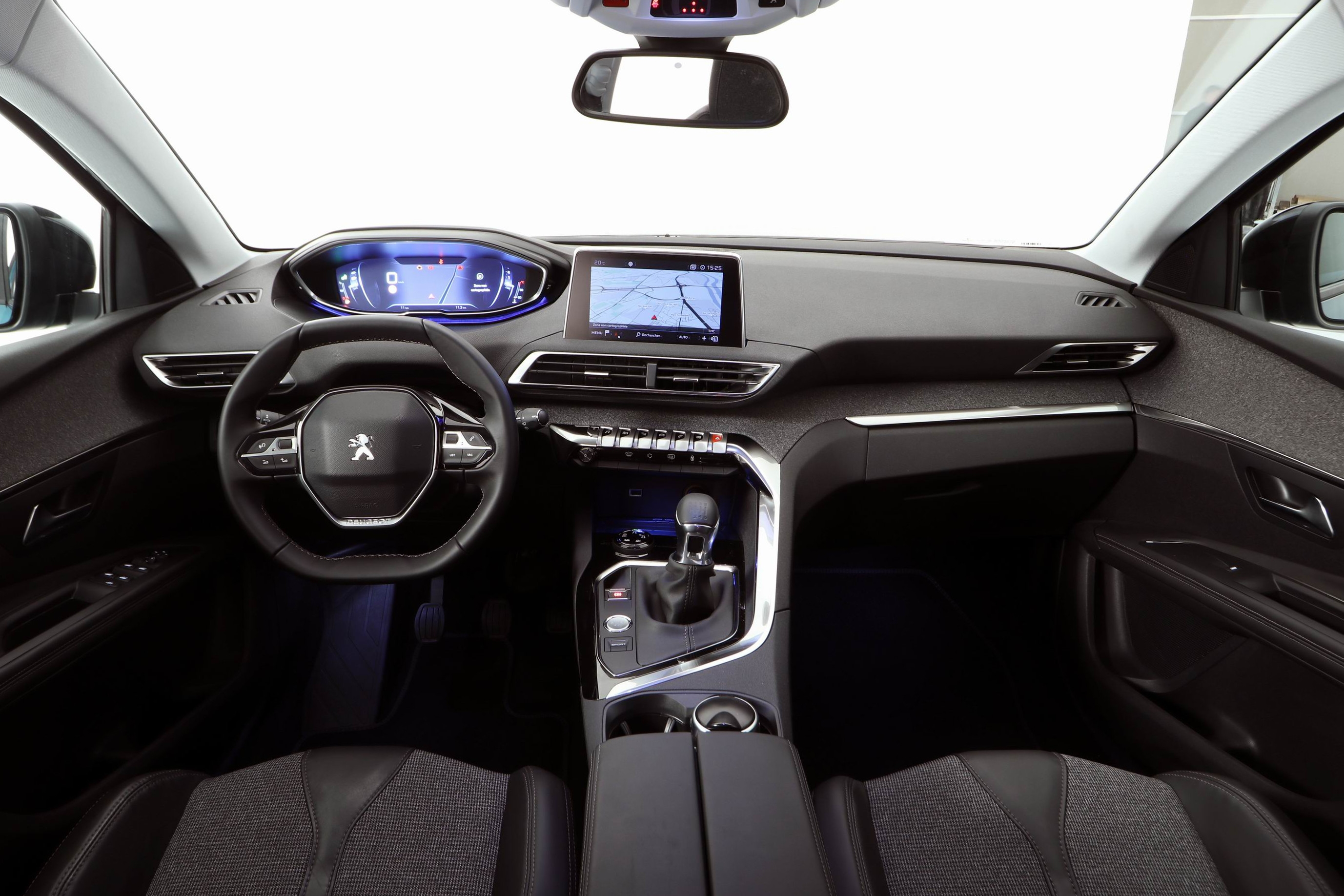 Pr sentation vid o nouveau peugeot 5008 victime de la mode for Interieur 3008 allure