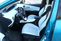 La planche de bord est la même que celle de la Prius.