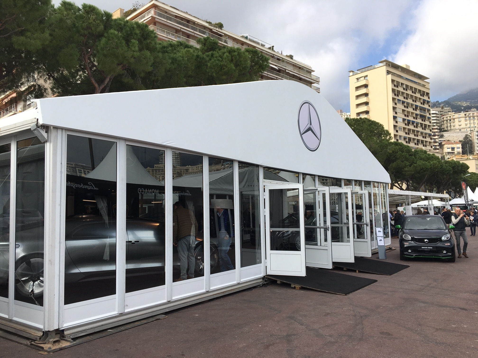 Le stand mercedes vid o en direct du salon de monaco 2017 for Salon du luxe monaco