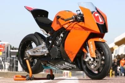 1000 Superstock: Corti d'un souffle, la RC8 déjà dans le coup