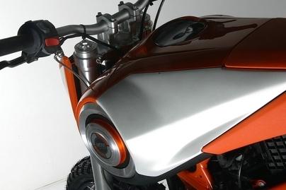 Retour sur une BMW HP2 Megamoto mais de chez MDM (Italie)
